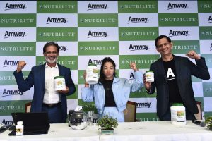 Anshu Budhraja, CEO Amway India, Saikhom Mirabai Chanu and Ajay Khanna CMO Amway India at the Nutrilite brand ambassador announcement Press conference (2)